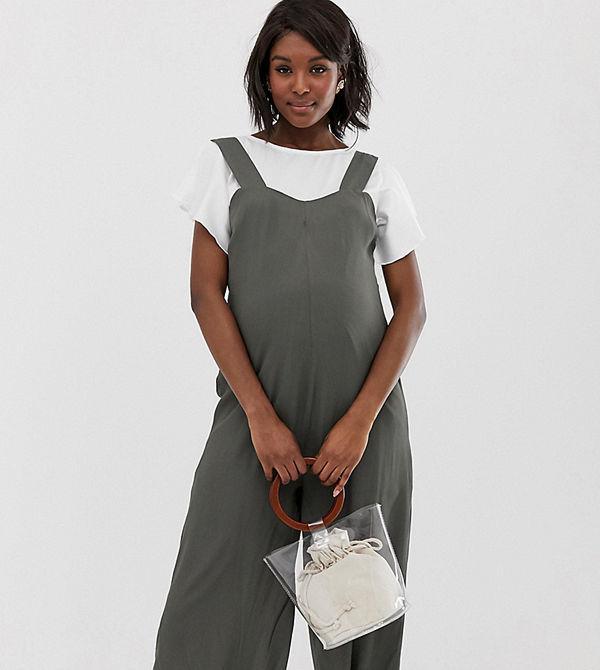 Glamorous Bloom Jumpsuit i minimalistisk design med axelband och knappar baktill Kakifärgad