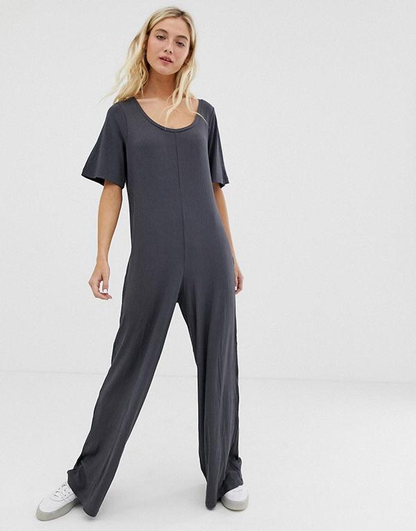 ASOS DESIGN Ribbad jumpsuit i t-shirtmodell Mörgrå