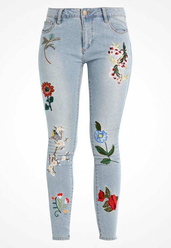 Only ONLCARMEN MEGA BADGE  Jeans Skinny Fit light blue denim