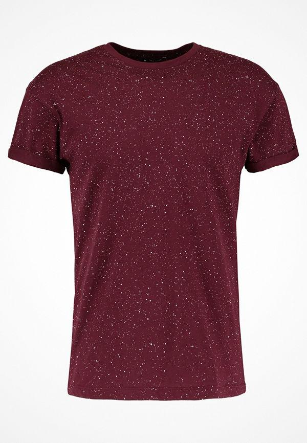 New Look SPRAY WASH TEE Tshirt med tryck dark burgundy