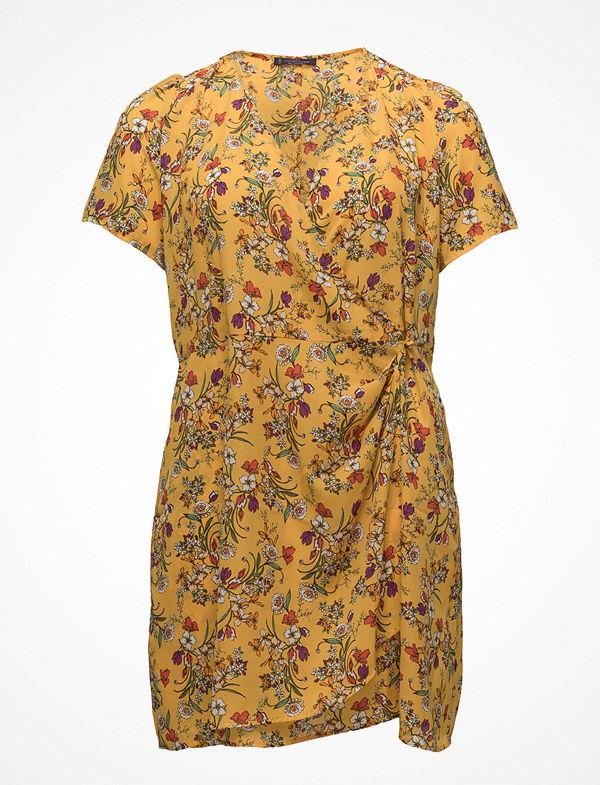 0afaf30c448e Violeta by Mango Floral Wrap Dress - Klänningar online - Modegallerian
