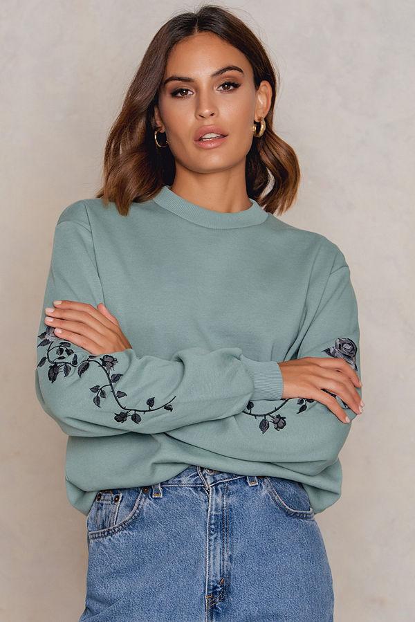 NA-KD Rose Embroidery Sleeve Sweater grön