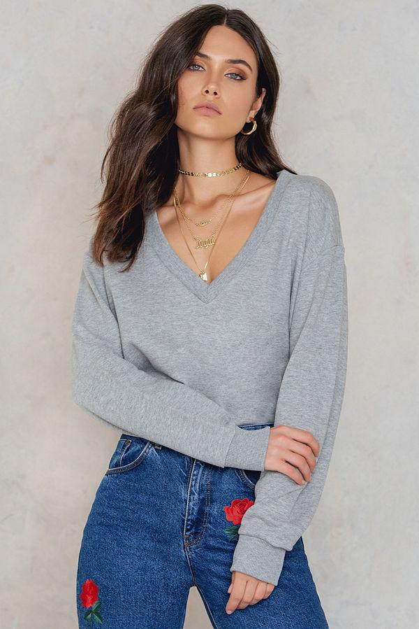 NA-KD Basic V-neck Basic Sweater grå