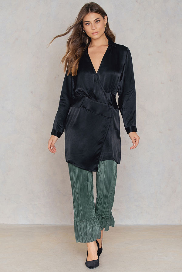 NA-KD omönstrade byxor Pleated Frill Pants