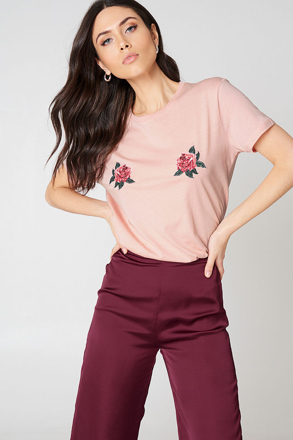 NA-KD Trend Peony Embroidery Tee