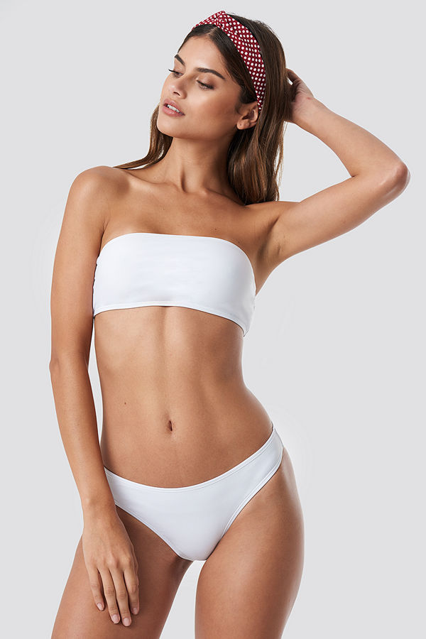 NA-KD Swimwear Högt Skuren Bikinitrosa vit