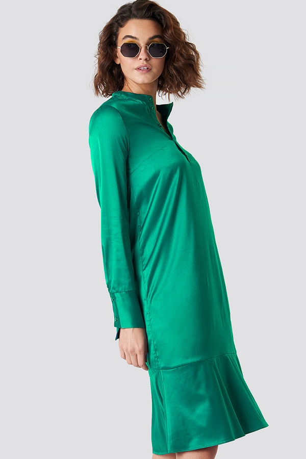 Emilie Briting x NA-KD Long Sleeve Buttoned Satin Dress - Midiklänningar