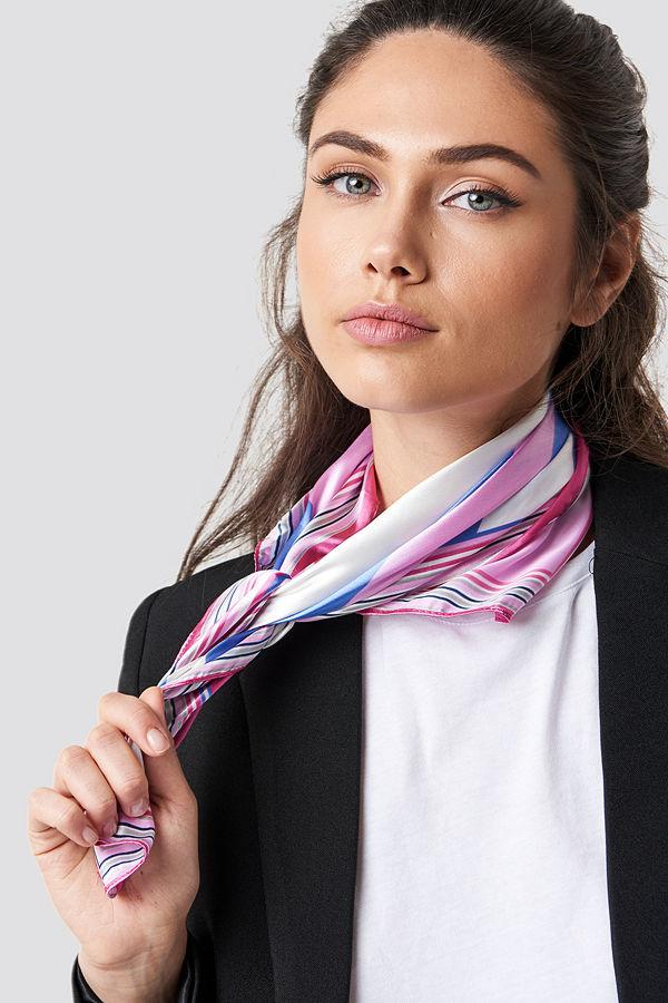 Trendyol Multi Printed Shiny Scarf rosa
