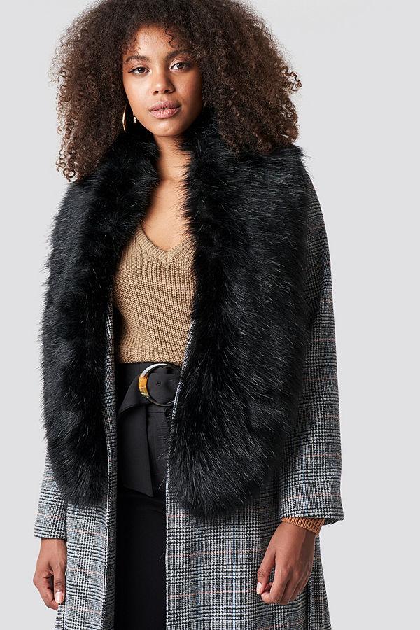 NA-KD Accessories Fake Fur Stola svart