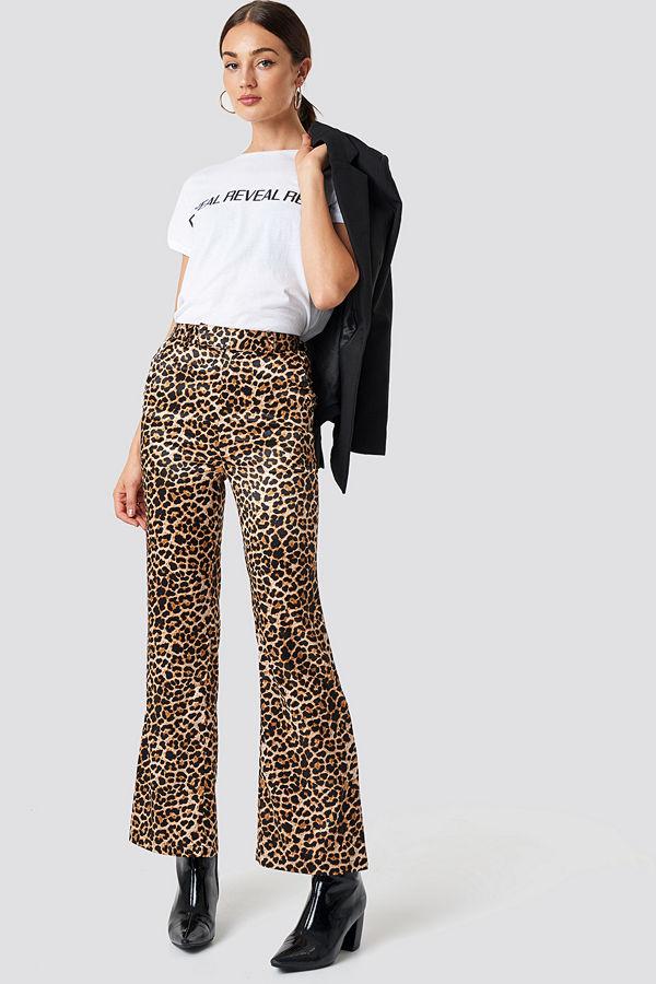 NA-KD Trend bruna mönstrade byxor Flared Shiny Leo Pants multicolor