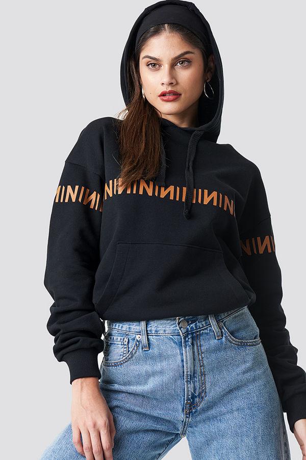 NA-KD Trend N Branded Hoodie svart