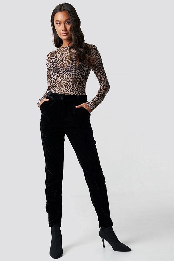 NA-KD Party svarta byxor Straight Velvet Suit Pants svart