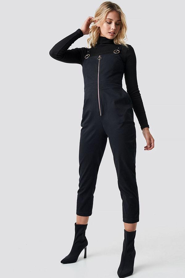 Anna Nooshin x NA-KD Front Zip Detailed Jumpsuit svart