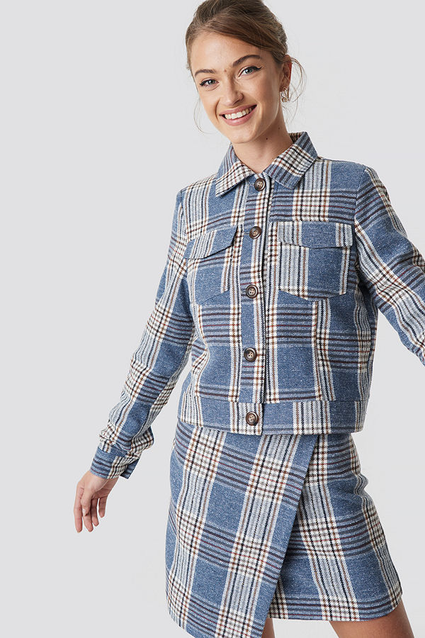 Camille Botten x NA-KD Checked Short Jacket blå