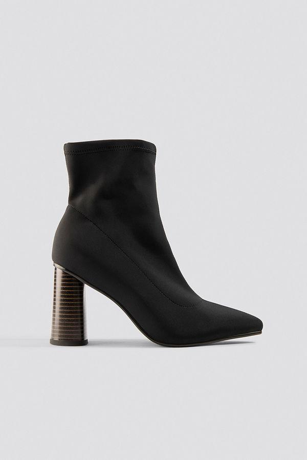 Chloé B x NA-KD Pointy Sock Boot svart