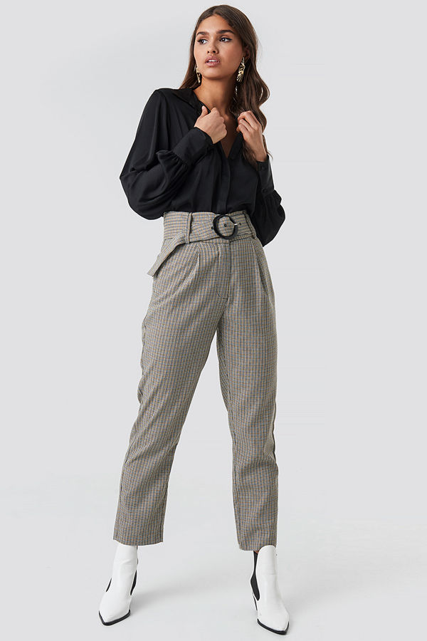 NA-KD Classic omönstrade byxor Dogtooth Asymmetric Belted Suit Pants grå multicolor