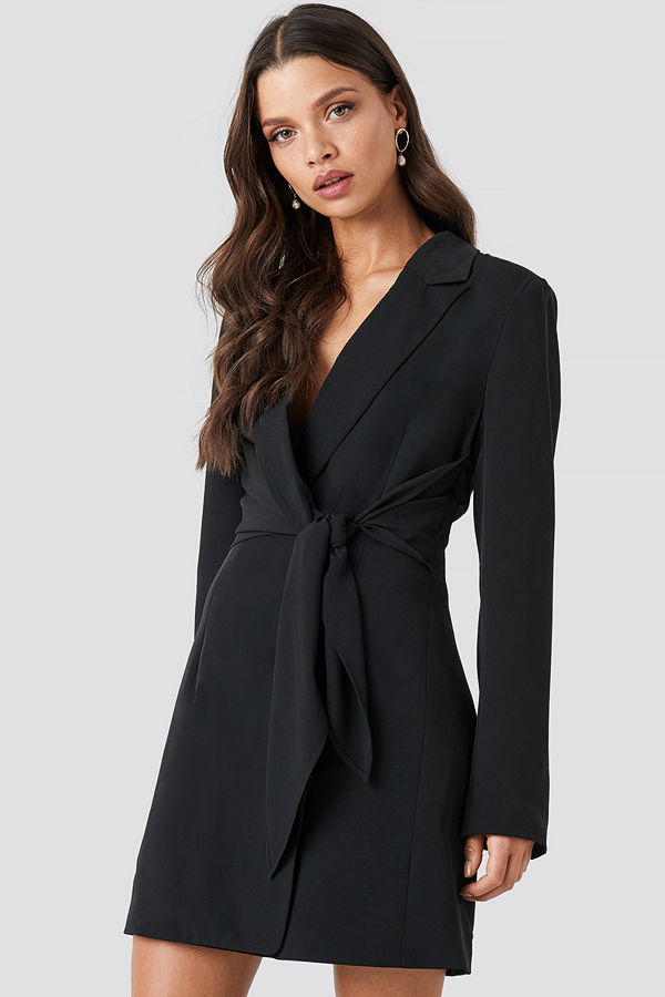 Chloé B x NA-KD Tie Short Blazer Dress svart
