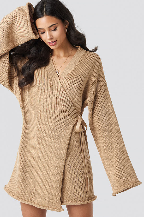 Iva Nikolina x NA-KD Overlap Knitted Dress beige
