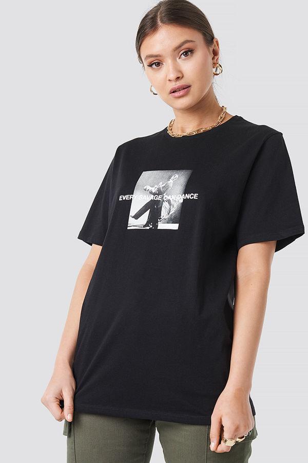 "Josefine Simone x NA-KD ""Savage"" Oversized T-shirt svart"