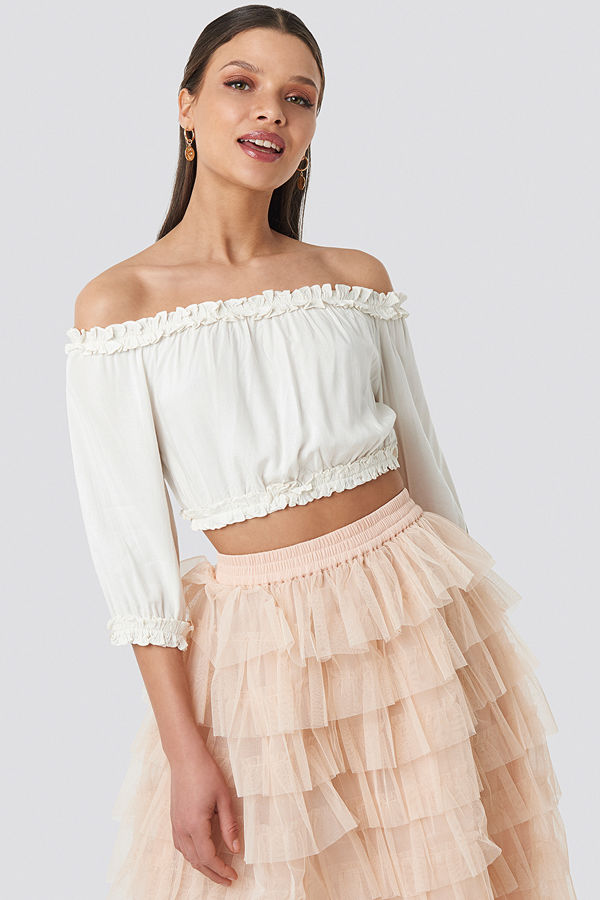 Schanna x NA-KD Off Shoulder Crop Top vit