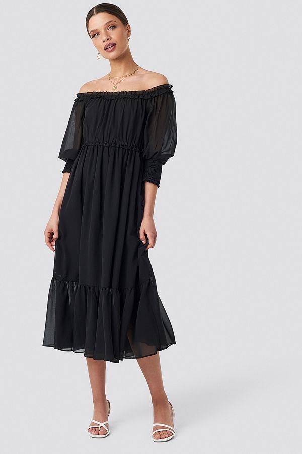 Schanna x NA-KD Off Shoulder Chiffon Midi Dress svart