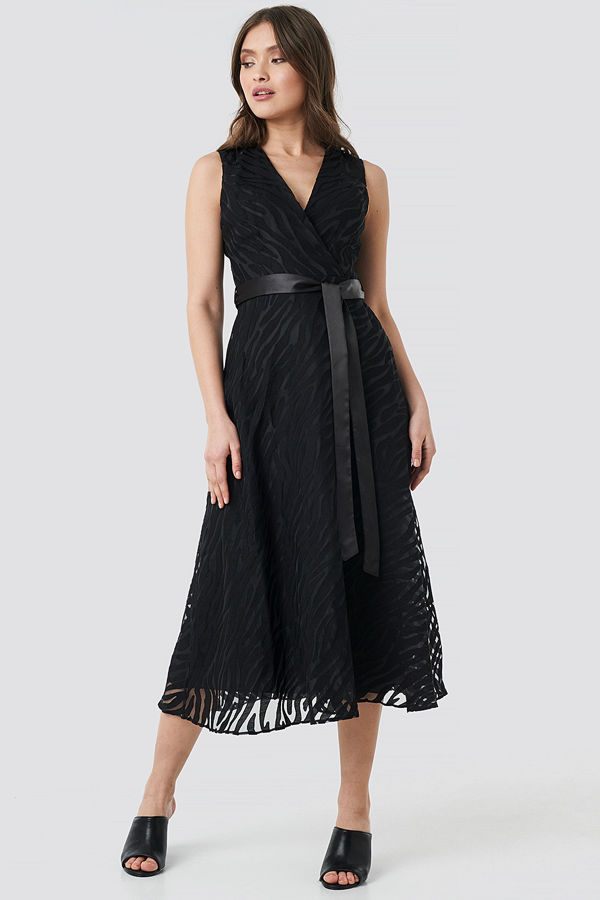Trendyol Belted Detailed Animal Midi Dress svart