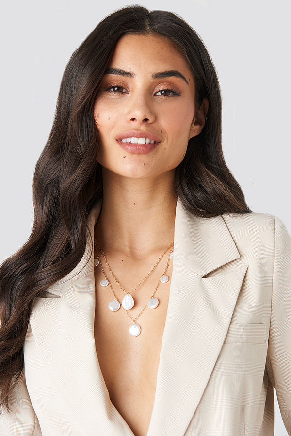 NA-KD Accessories smycke Layered Flat Pearl Necklace guld