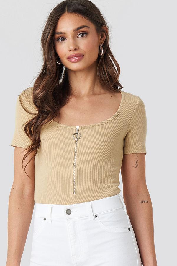 NA-KD Short Sleeve Zipped Top beige