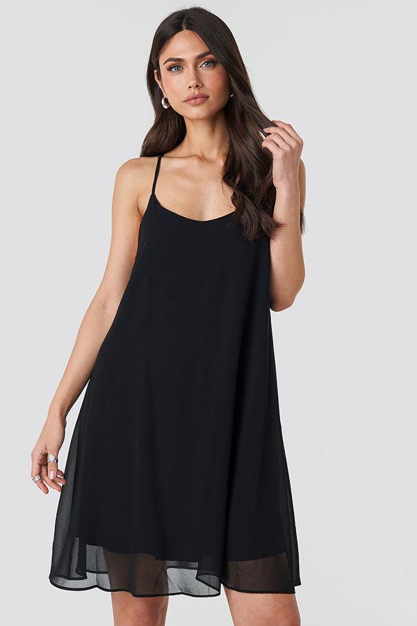 NA-KD Party Cami Chiffon Dress svart