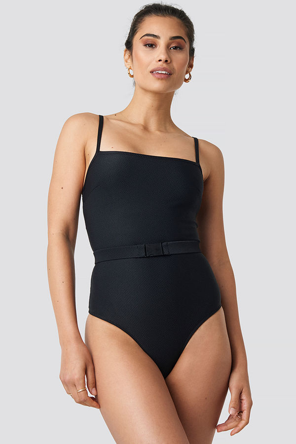 Hannalicious x NA-KD Thin Strap Structured Belted Swimsuit svart