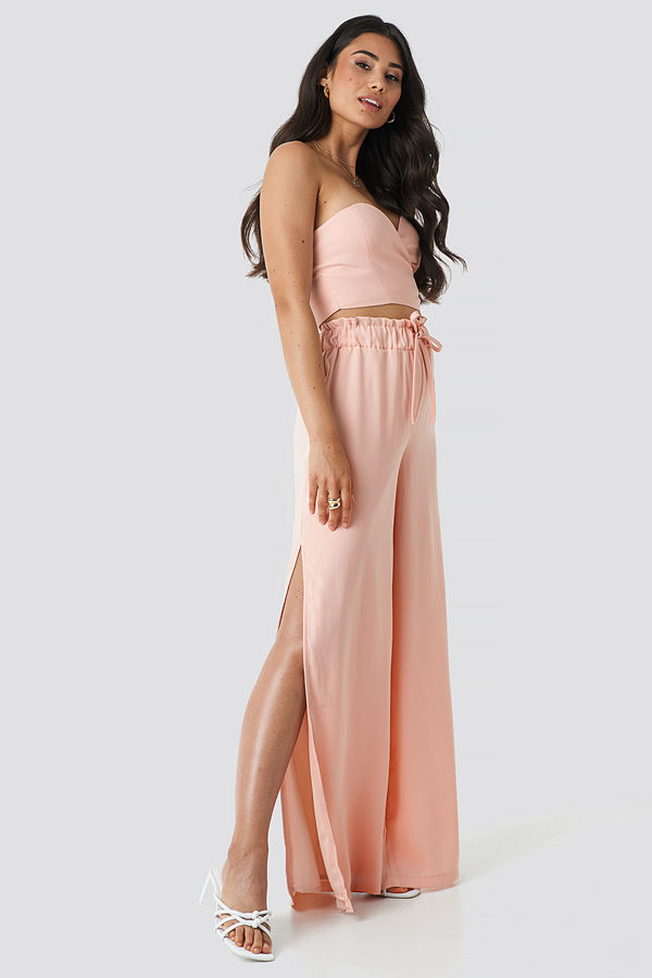 Adorable Caro x NA-KD persikofärgade byxor Side Slit Wide Pants rosa