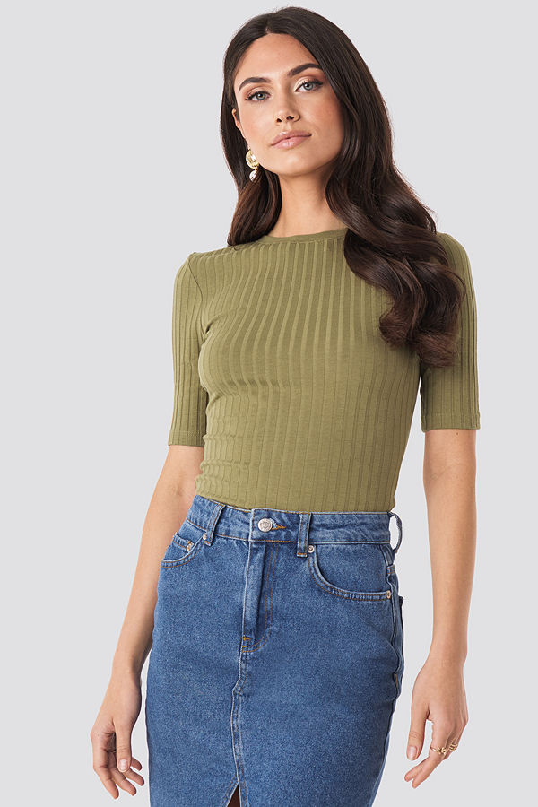 NA-KD Basic High Round Neck Ribbed Tee grön