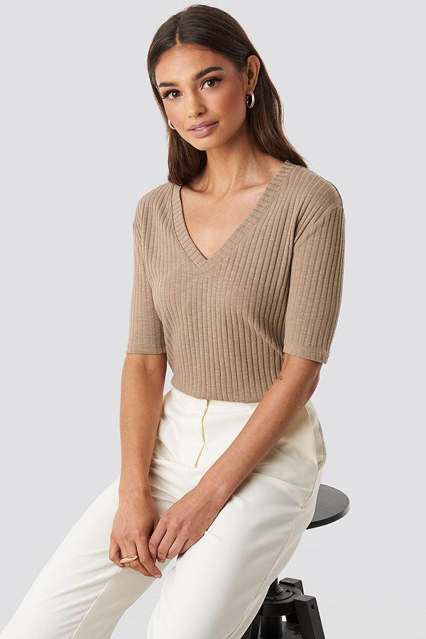 NA-KD Trend Light Knit V Front Sweater beige