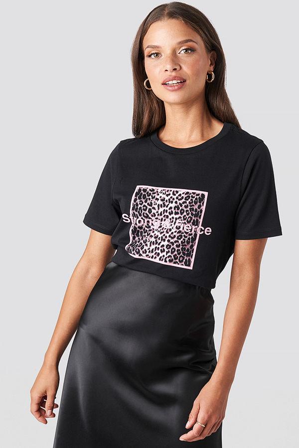 NA-KD Strong and Fierce T-shirt svart