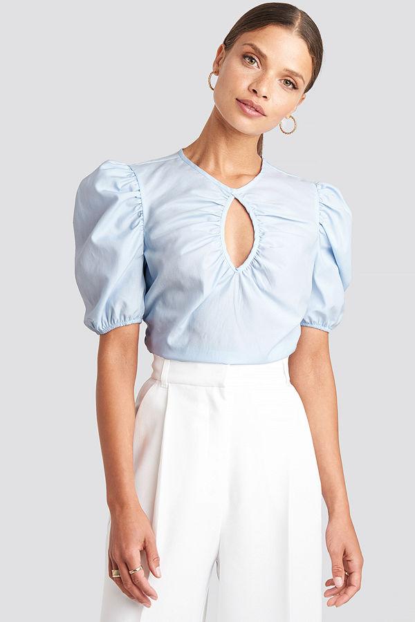 NA-KD Trend Short Puff Sleeve Keyhole Front Blouse blå
