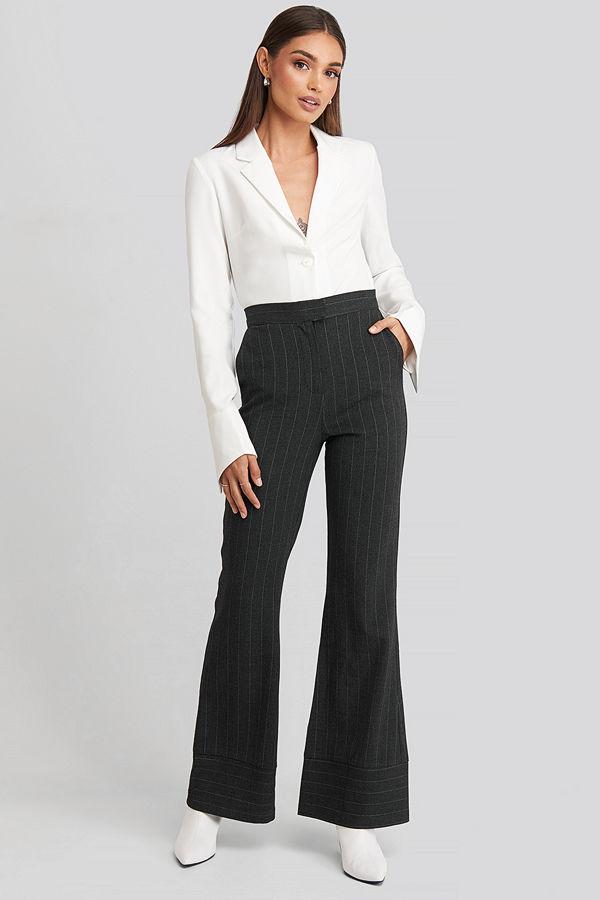 Hoss x NA-KD svarta byxor Striped Trousers grå