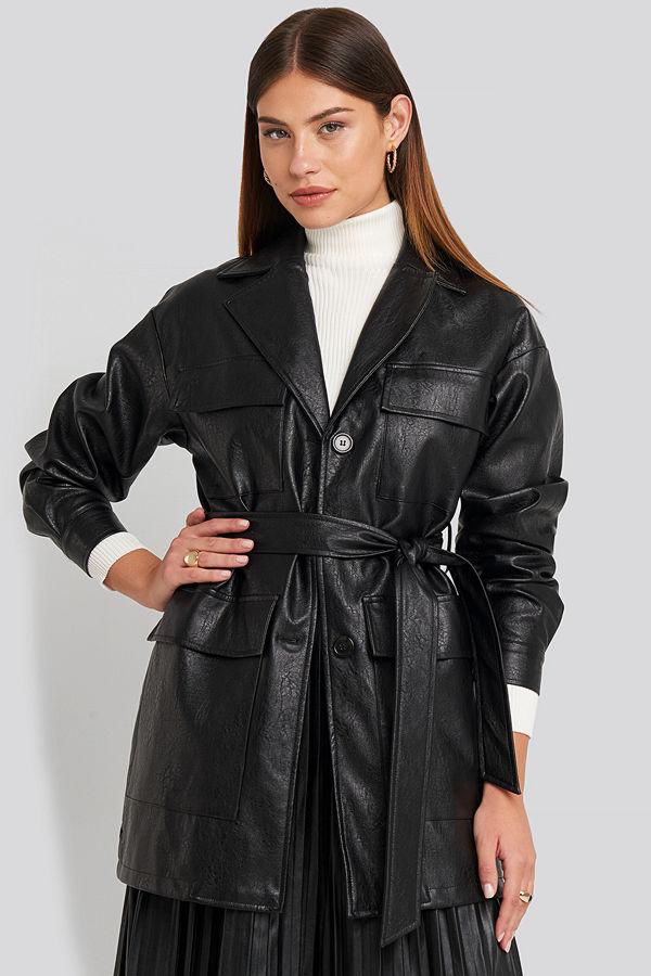 NA-KD Trend Power Shoulder Pu Jacket svart