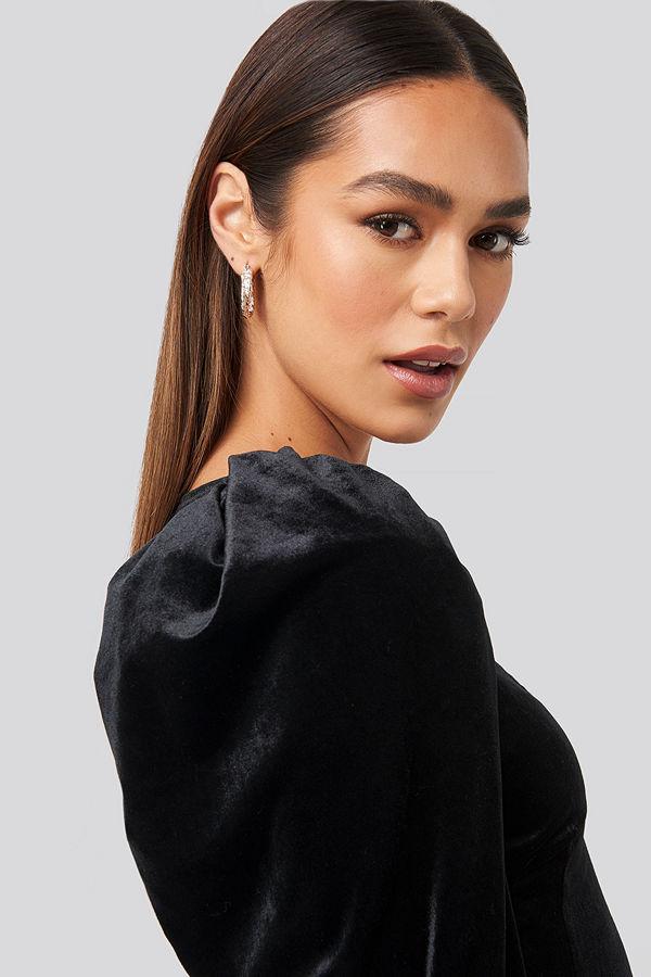 Hanna Weig x NA-KD Puff Shoulder Velvet Dress svart