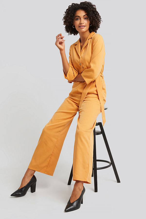 NA-KD Wide Leg Buttoned Jumpsuit gul