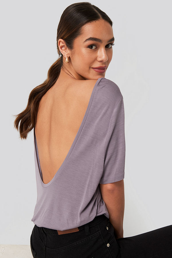 NA-KD Viscose Deep Back Tee lila