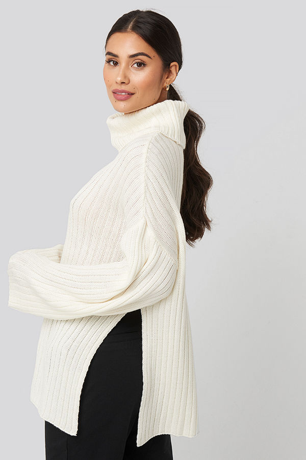 Dilara x NA-KD Side Slit Oversized Knitted Sweater vit