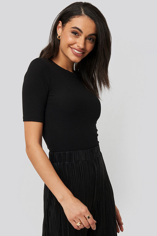 NA-KD Round Neck Ribbed Top svart