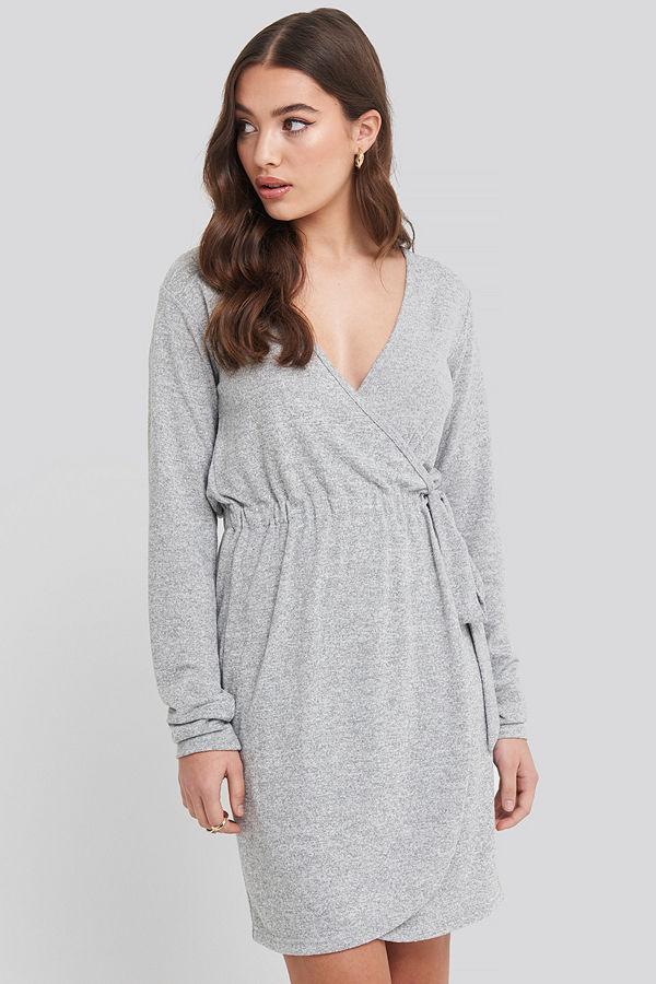NA-KD Overlap Light Knitted Dress grå