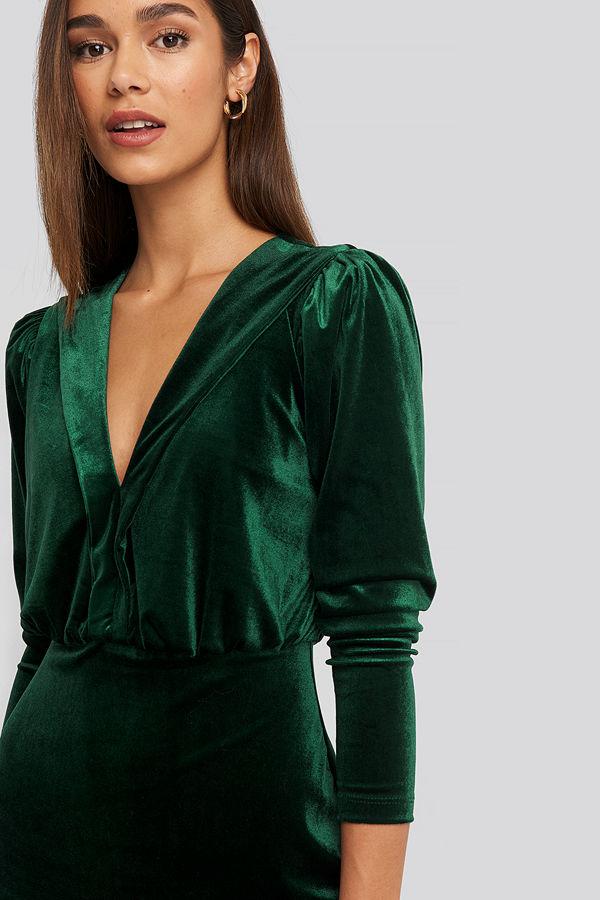 Trendyol Deep Neckline Velvet Dress grön