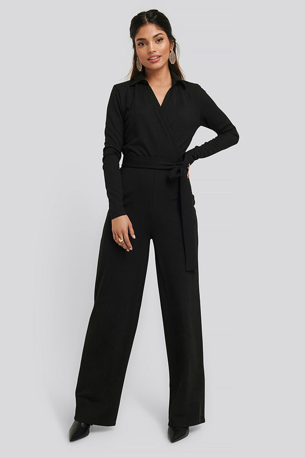 NA-KD Point Collar Wrap Jersey Jumpsuit svart