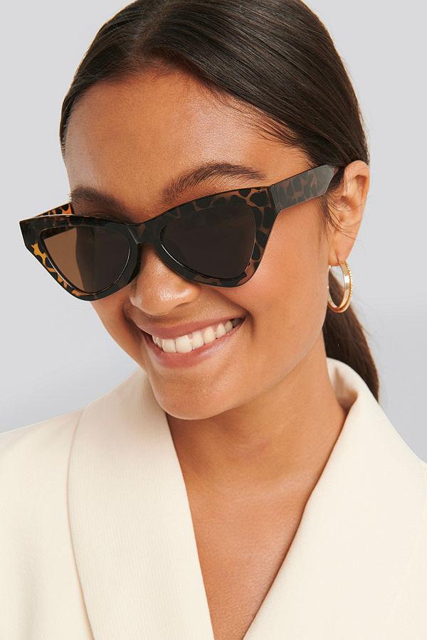 NA-KD Accessories Sharp Triangular Cateye Sunglasses brun