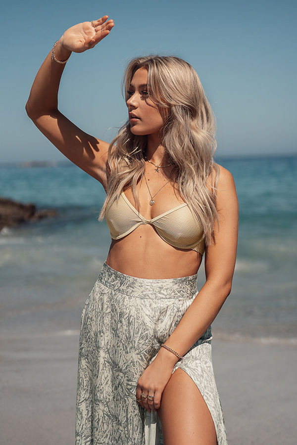 Erica Kvam x NA-KD Bikiniöverdel beige