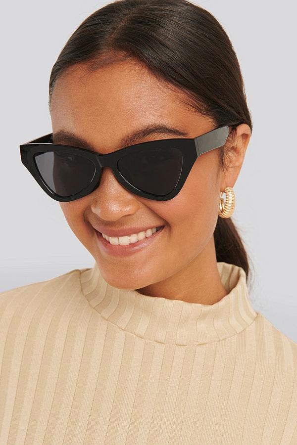 NA-KD Accessories Sharp Triangular Cateye Sunglasses svart