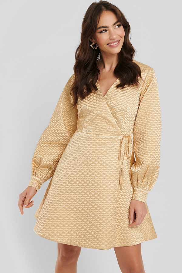 NA-KD Trend Quilted Overlap Satin Dress beige