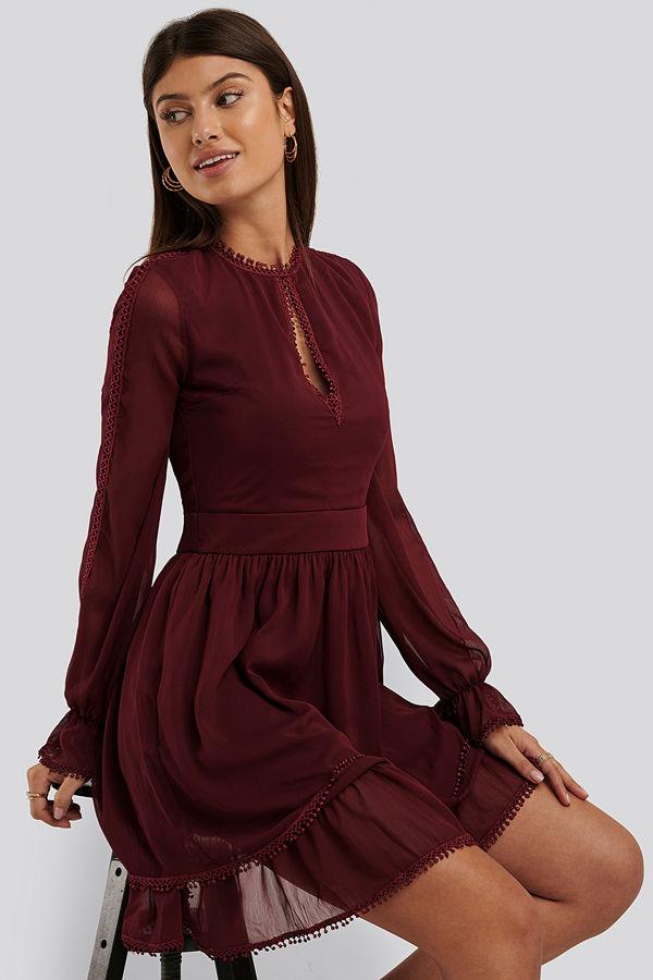 Trendyol Miniklänning Med Spetsdetalj burgundy